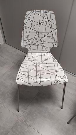 Krzesła, taborety