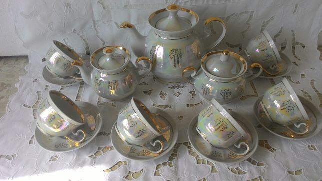 Перламутровый чайный сервиз с двумя чайниками идеально новый, позолота