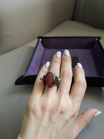 Дизайнерское кольцо ручной работы с янтарём