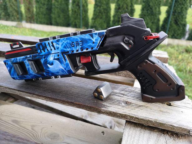 Replika pistoletu z gry Apex Legends a jest to Mozambique