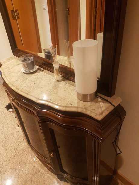 Móvel Antigo com espelho e mármore