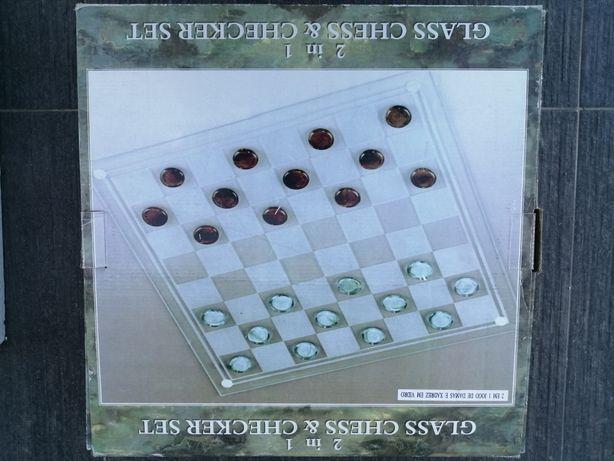 Jogo de damas e xadrez em vidro
