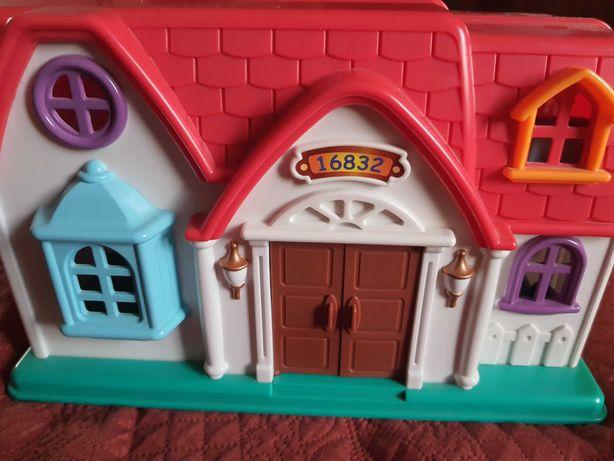 Домик пластиковый, игровой для девочки.