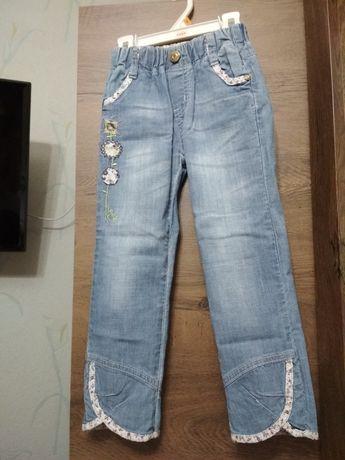 Продам джинсы на девочку.