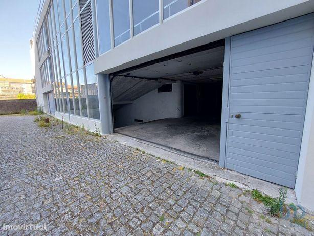 Estacionamento - 12 m²