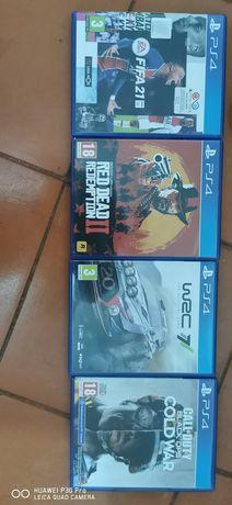 PS4 PRO 1TB + 1 comando +4 jogos