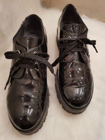 Skórzane buty włoskiej marki Cesare Paciotti