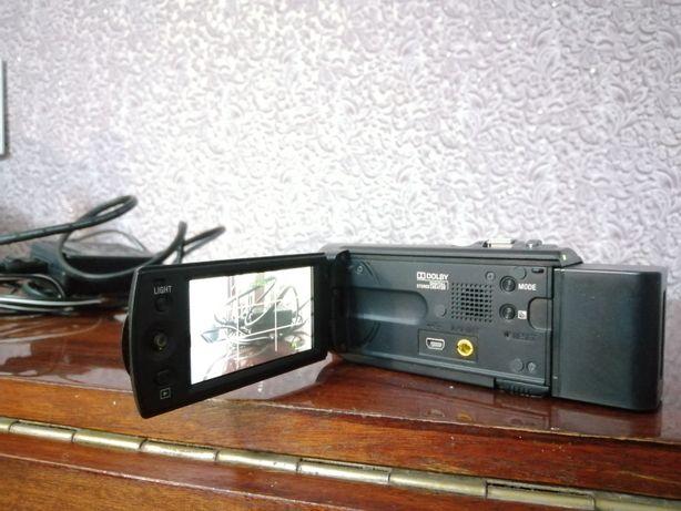 Видеокамера в отличном состояние Sony dcr sx20e