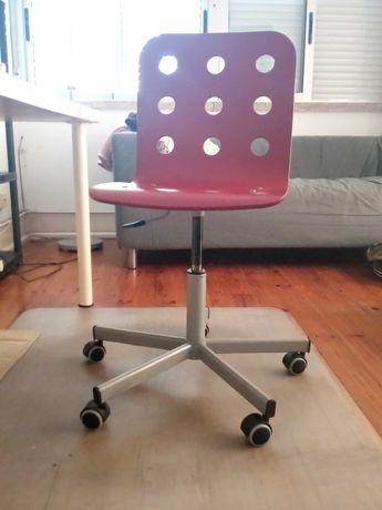 Cadeira de escritório giratória com rodas