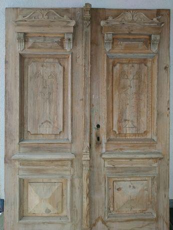 Stare drzwi zdobione