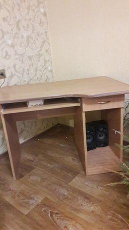 Письмовий стіл для школяра.б/