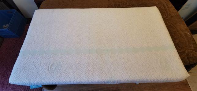 Materac piankowy do łóżeczka dziecięcego o wymiarach 110x60x8 cm