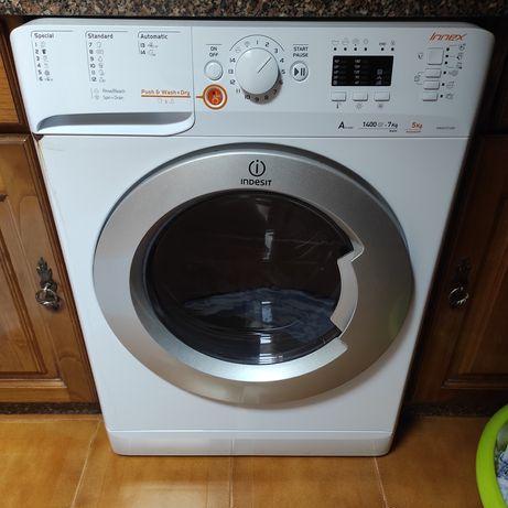 Máquina de lavar e secar indesit
