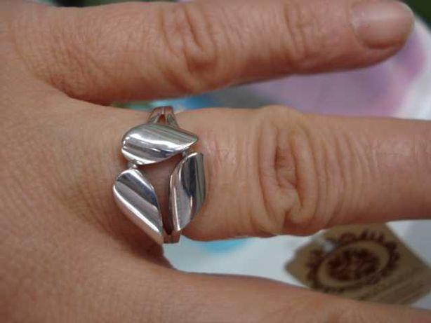 кольцо серебро . родий. 18размер. Новое!
