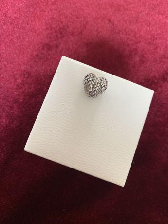 Pandora charms serce z anielskich skrzydel