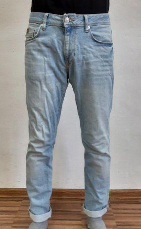 Продам джинсы Colin`s