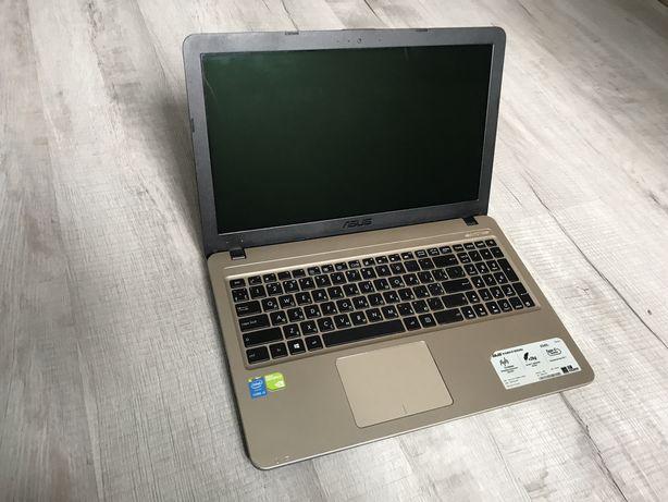 Игровой ноутбук Asus x540/i3-5005/4 RAM/500 GB/Geforce GT920m на 2 GB