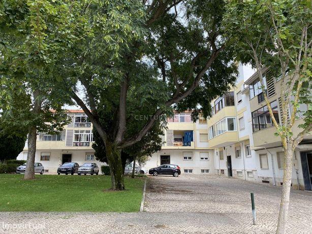 Apartamento T2 na Rebelva, Carcavelos localizado em zona muito tranqui