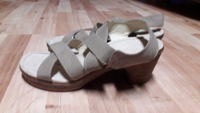 nowe eleganckie sandały rozmiar 39 z Deichamann