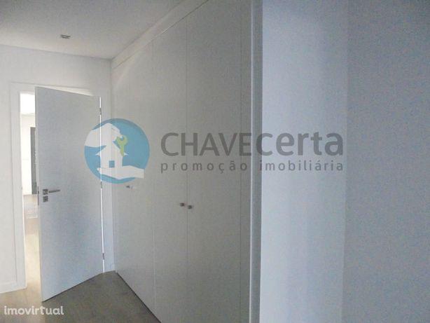 Apartamento T2 com Terraço em Santa Marta do Pinhal, Corr...