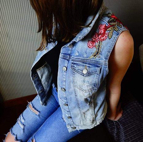 Kamizelka jeansowa z aplikacją Róże handmade