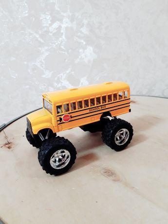 Металлический школьный автобус  на пружинах