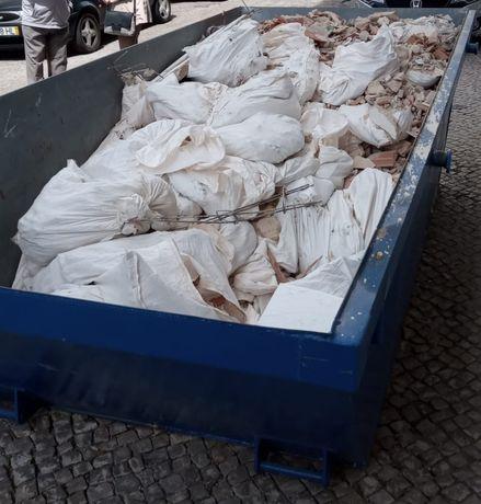 Recolha e transporte de todo o tipo de entulho e resíduos urbanos