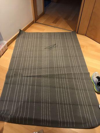 Tapete IKEA cinzento
