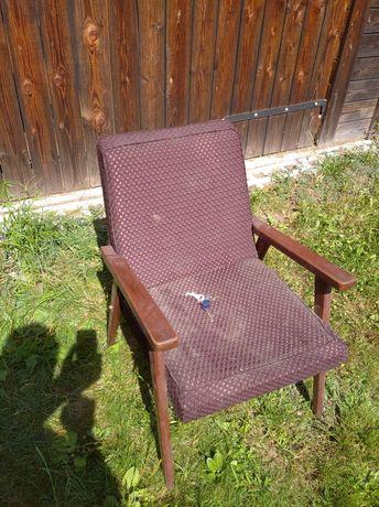 Jeden fotel z PRL do renowacji