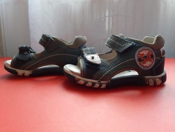Sandały chłopięce rozmiar 21 (dł wkładki 14 cm)