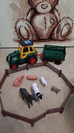 Ферма, трактор с прицепом и животными