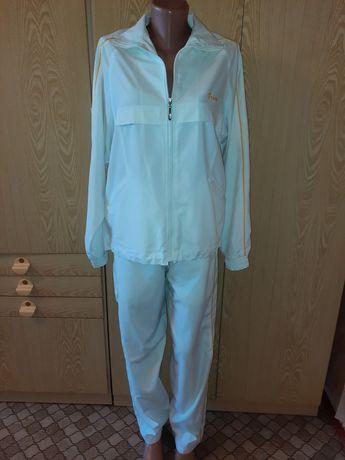 Продам спортивный костюм 44-46 размера