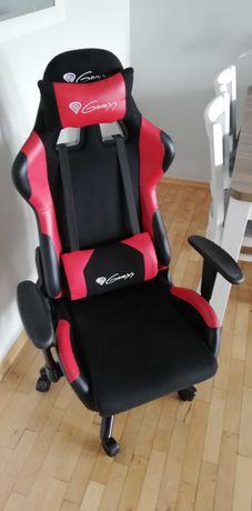 Fotel gamingowy Genesis Nitro 550 czerwono-czarny