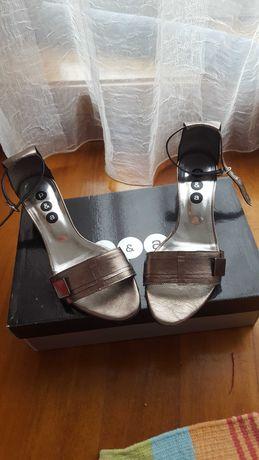 Sandália em prateado com detalhe em bronze, 37, p&a