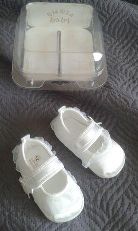 Eleganckie białe buciki na chrzest z koroneczką niechodki ,nowe!!