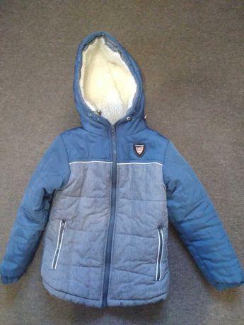 Зимняя детская курточка на 5-6 лет.