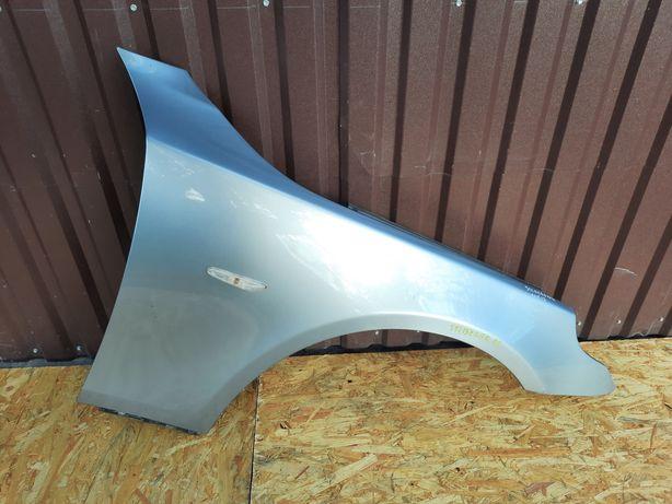 Błotnik Prawy Przedni BMW E60 E61 Silbergrau Metalic A08/7 W kolor