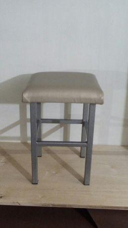Металлический табурет стул