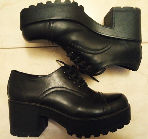 Buty czarne na platformie botki sznurowane Deichmann 38