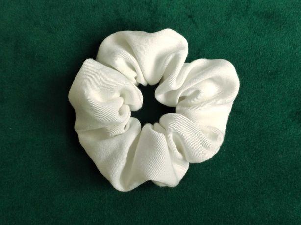 Gumka scrunchie - biała