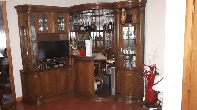 Bar de canto de madeira  em bom estado