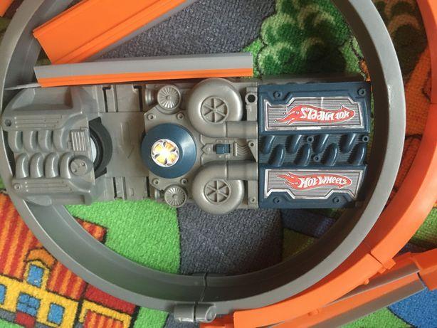 Zabawka zjeżdżalnia ma baterie hot weels