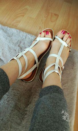 Białe sandałki, nowe, 38