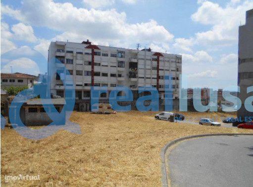 Terreno urbano com 1.000,00 m² em Paços de Ferreira, Porto, Excelentes