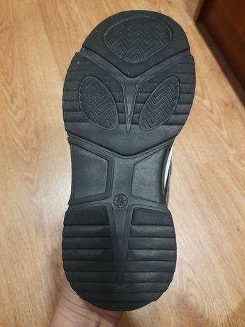 Продам обувь для девочки