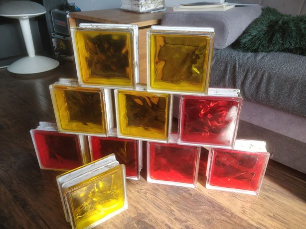 Luksfery, szklany pustak, czerwony i żółty.