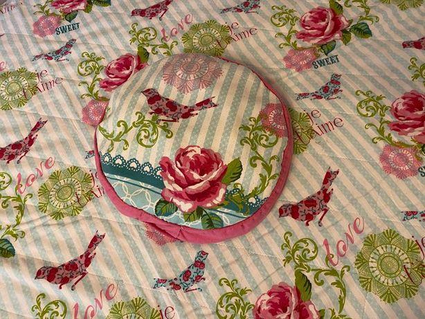 Kapa na łóżko z poduszką