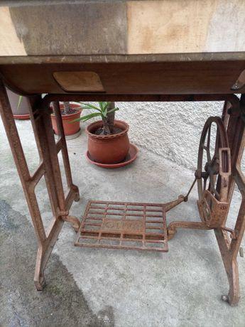 Mesa Máquina de costura antiga
