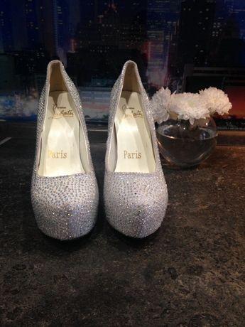 Продам туфли замша с камнями