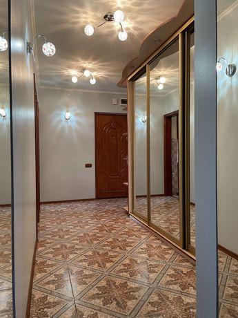 Продаж трьохкімнатної квартири на Сихові біля кінотеатру Довженка